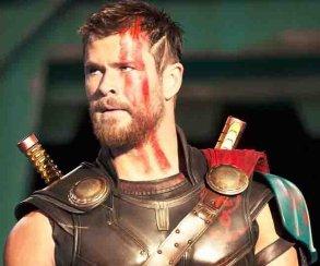 «Играть у DC нам запрещено законом!» Крис Хемсворт  жжет на Comic-Con
