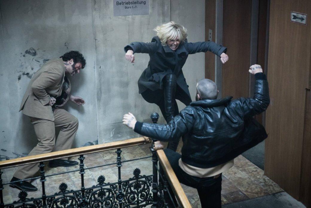 Рецензия на «Взрывную блондинку» с Шарлиз Терон. - Изображение 5