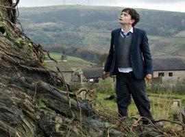 Лиам Нисон отлично сыграл дерево в новом трейлере  «Голоса монстра»
