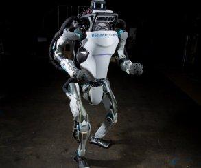 Робот Boston Dynamics ловко делает сальто назад