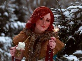 Ламповый рождественский косплей по «Ведьмаку» с Йеннифэр, Трисс и Цири