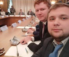 Фото. Депутаты насовете блогеров: «Делаем #себяшка»