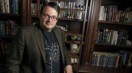 Писатель Брендон Сандерсон готов отдать свой цикл романов наадаптацию CDPR даже бесплатно!