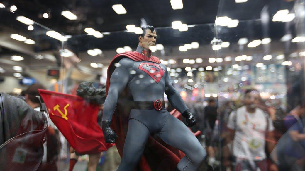 Костюмы, гаджеты и фигурки Бэтмена на Comic-Con 2015 | Канобу - Изображение 39