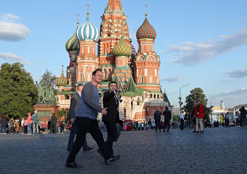 Квентин Тарантино посетил Москву! Мединский провел ему экскурсию | Канобу - Изображение 2